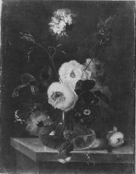 Blumenstillleben (Rosen mit Biene und Schmetterling in einer gläsernen Vase)
