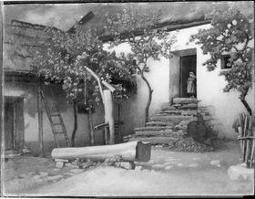 Landhaus mit Brunnen (Gorbio an der Riviera)