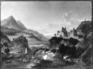 Bergiges Flusstal mit Jahrmarkt