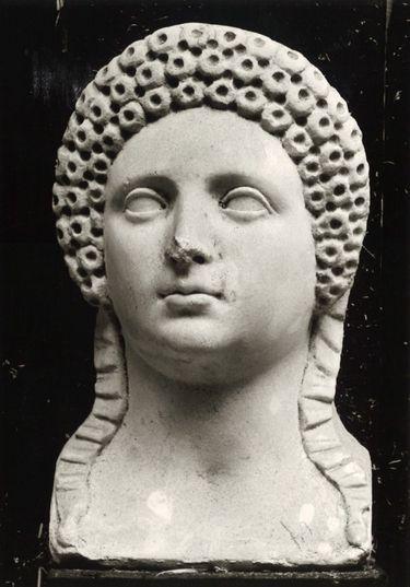 Antikischer Frauenkopf