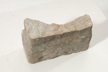 Künstlerbalustrade der Alten Pinakothek: Fragment eines Postaments