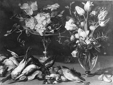 Stillleben mit Trauben, Blumen und toten Vögeln
